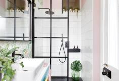 Liznylon_Bathroom_with_DrenchShowers_black_frame_shower_screen-fullroom-hires-5.jpg
